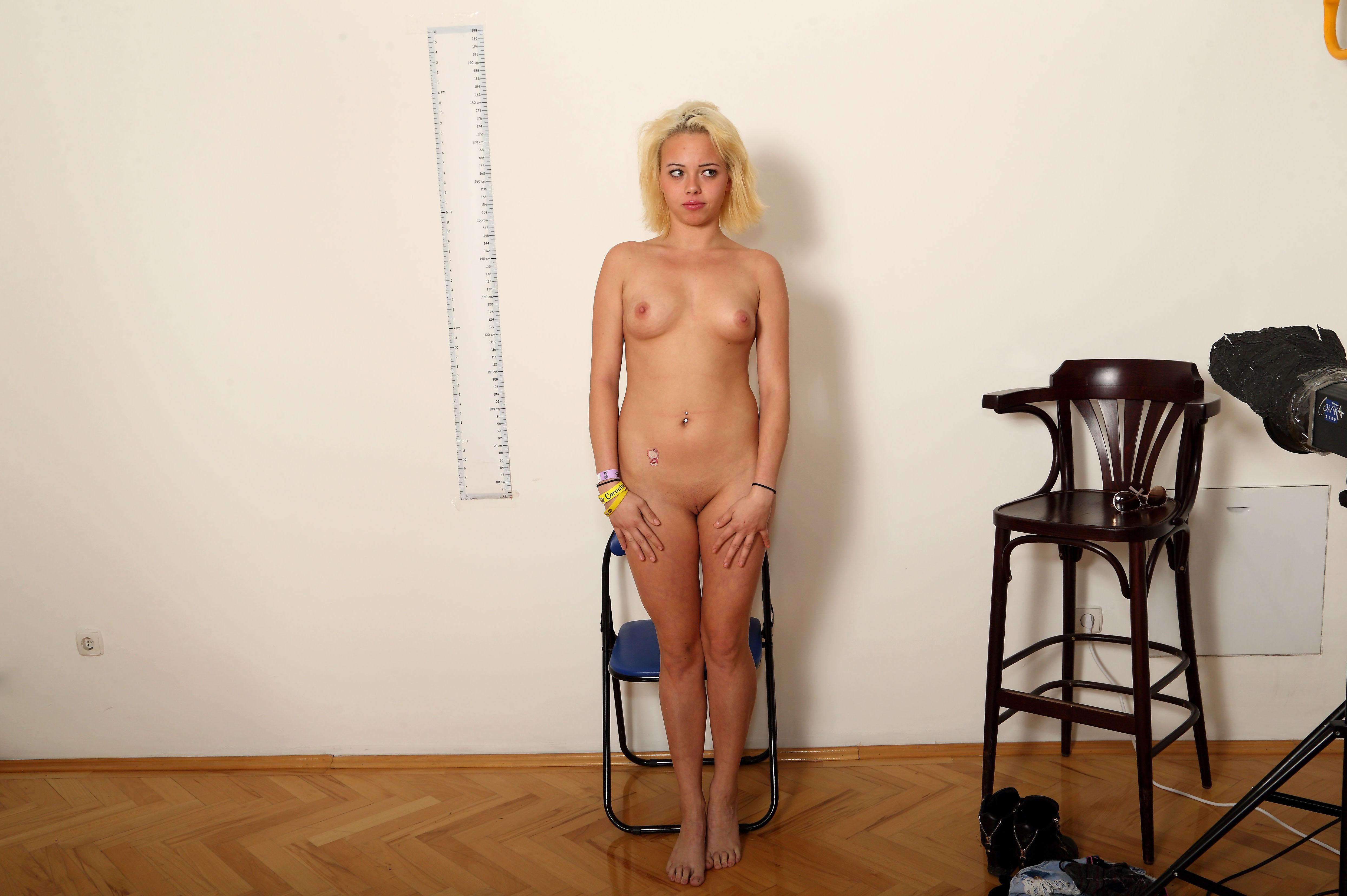 Раздевание блондинки Триши