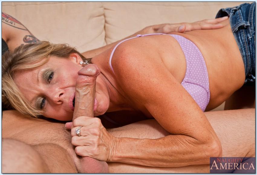 Умелая баба потрахатся с соседом секс фото